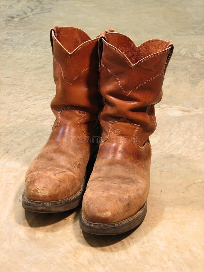 Download Pares De Carregadores Velhos Foto de Stock - Imagem de calçados, trabalho: 537726