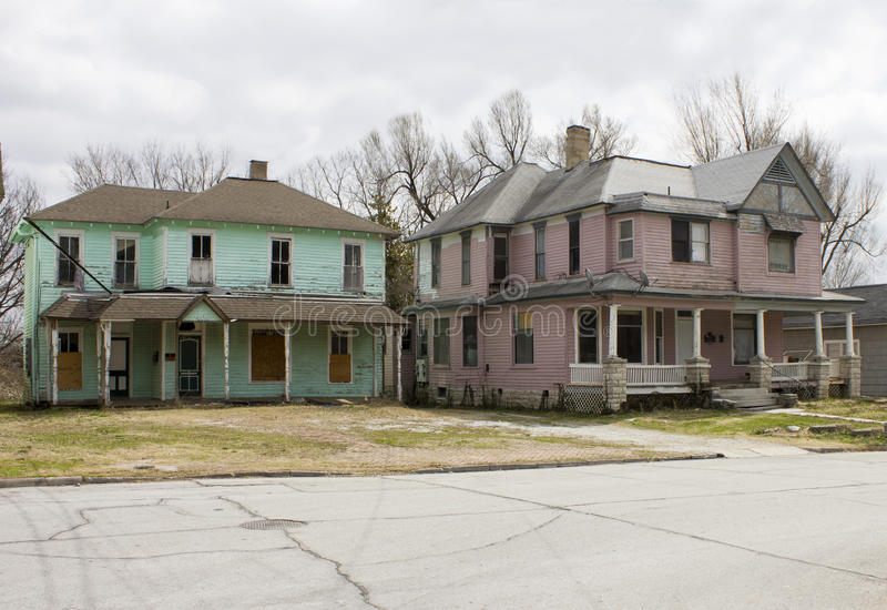 Pares de casas abandonadas do Victorian fotografia de stock royalty free