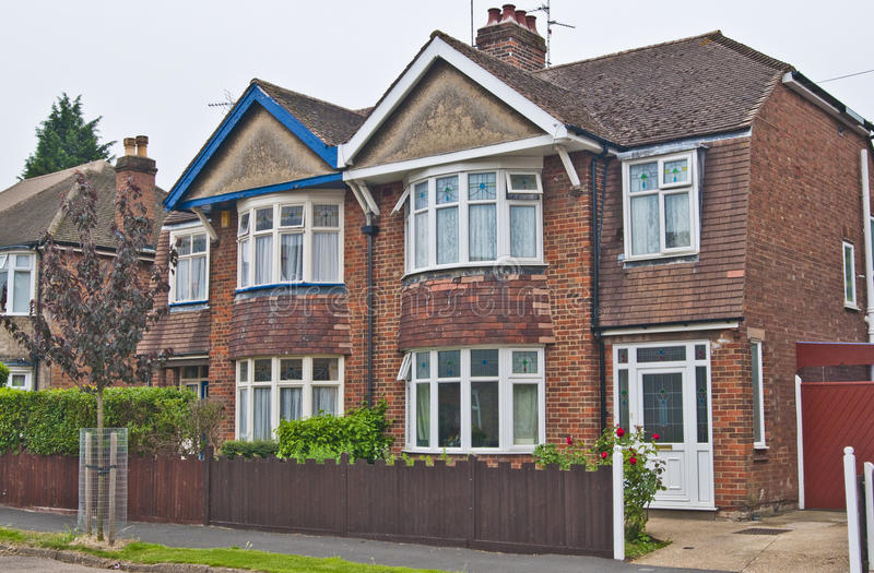 Pares de casas semi destacadas em uma área urbana fotos de stock royalty free