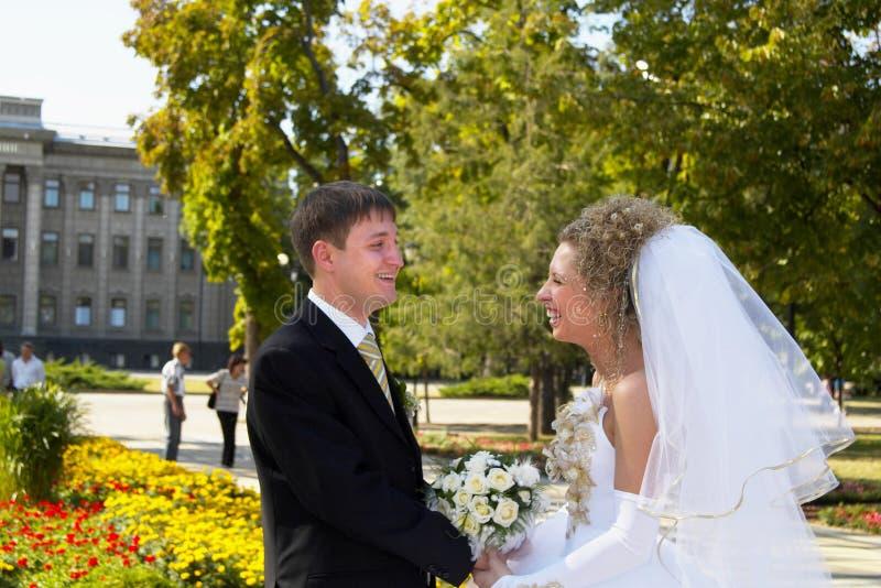 Pares de la boda imagen de archivo