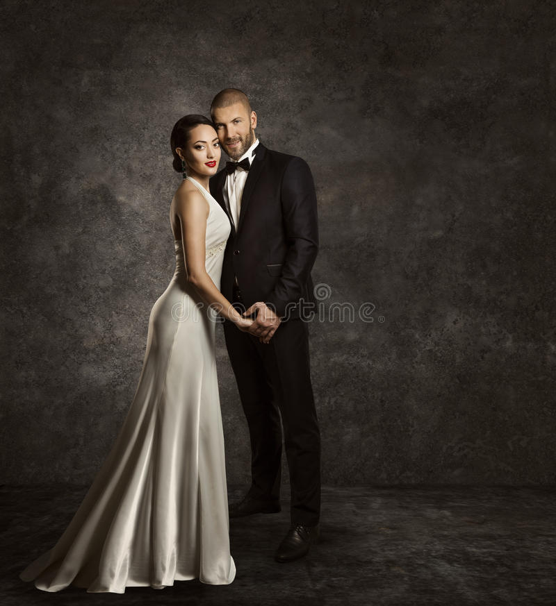 Pares de la boda, novia y novio Fashion Portrait, traje elegante imagenes de archivo