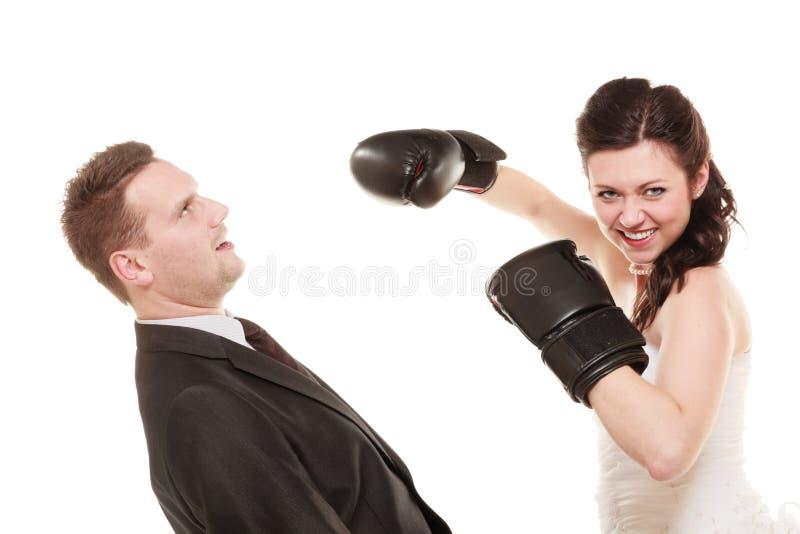 Pares de la boda Novio del boxeo de la novia Conflicto imagen de archivo libre de regalías