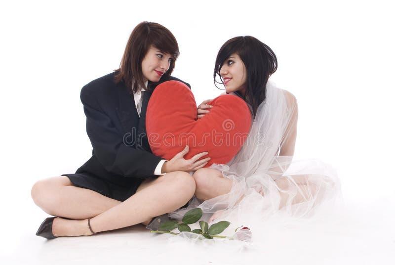 Pares de la mujer lesbiana en el amor aislado imagen de archivo