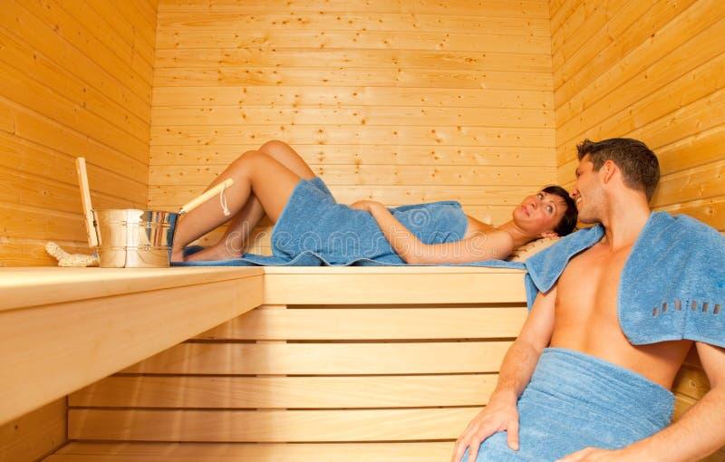 Pares de la sauna imagen de archivo