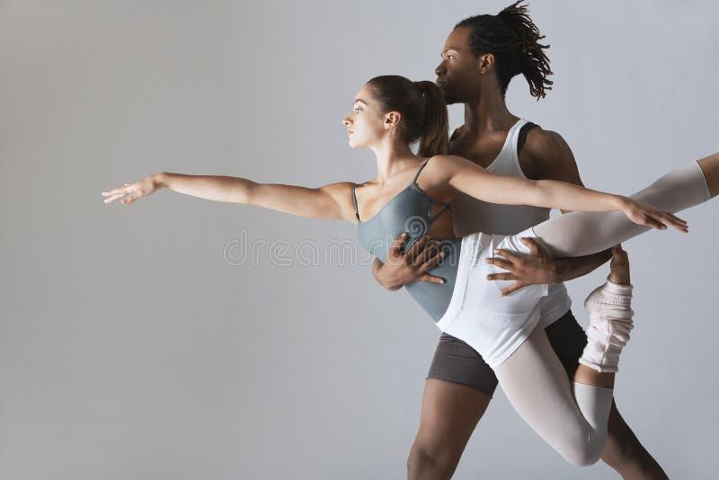 Pares de los bailarines de ballet fotografía de archivo