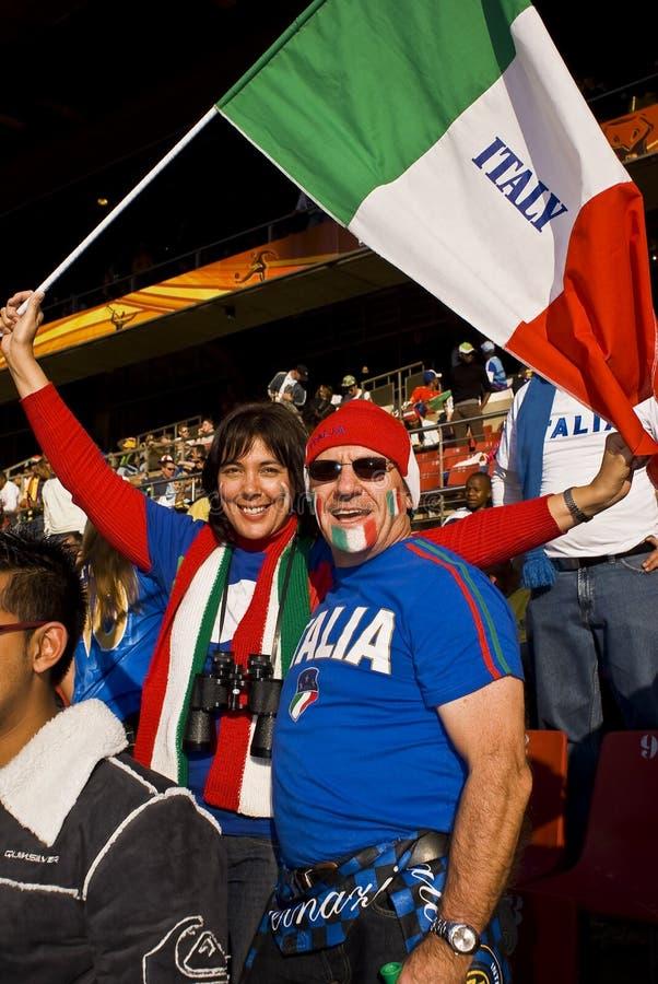 Pares de los partidarios del fútbol de Italia - WC 2010 de la FIFA imagen de archivo