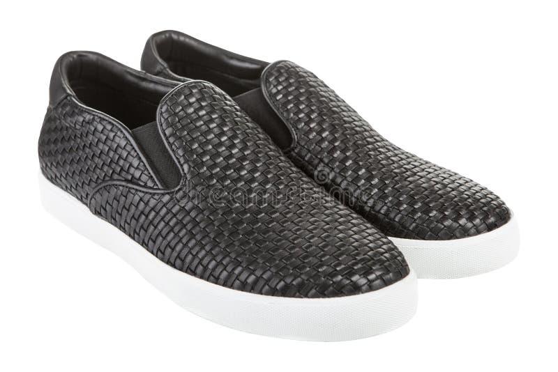 Pares de los zapatos negros de los hombres modernos con una suela de goma blanca, en un fondo blanco imágenes de archivo libres de regalías