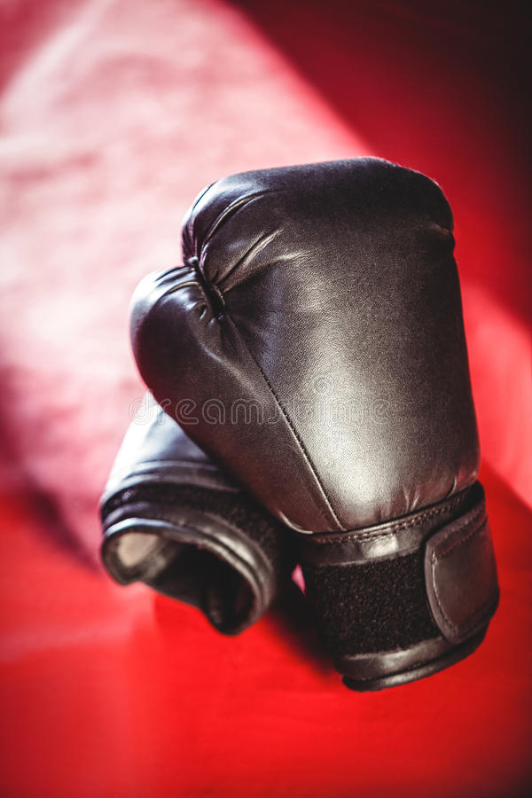 Pares de luvas de encaixotamento pretas foto de stock royalty free