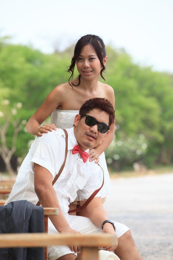 Pares de povos asiáticos no amor imagens de stock royalty free