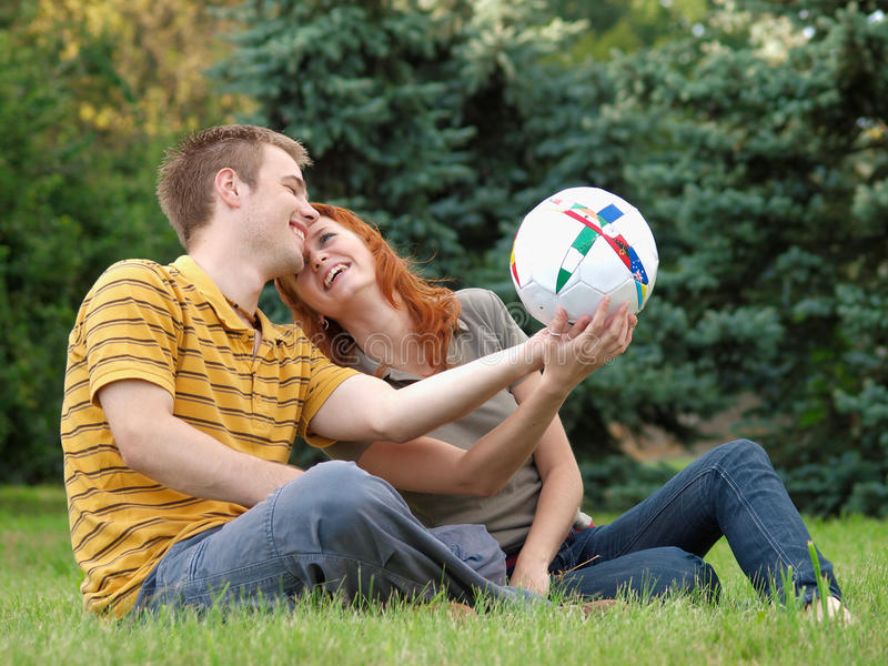 pares de riso do paA no therk com voleibol imagens de stock royalty free