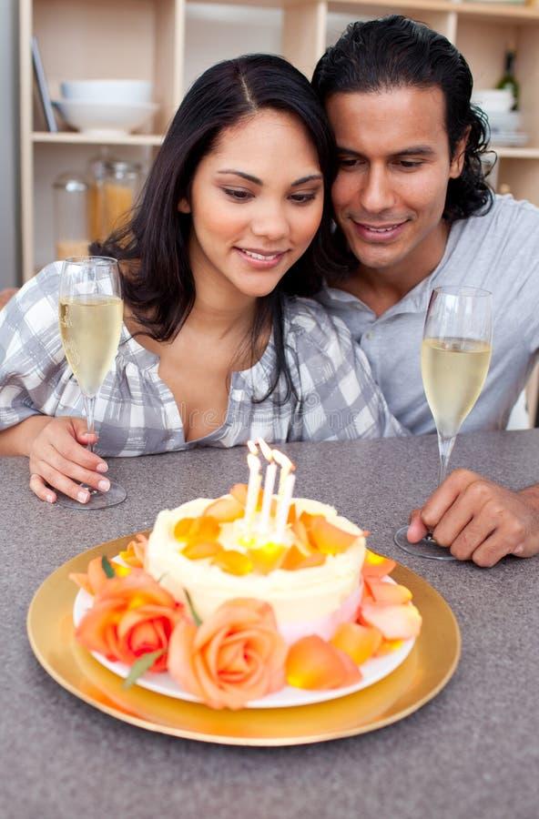 Download Pares De Sorriso Que Comemoram Imagem de Stock - Imagem de divertimento, adulto: 12813115