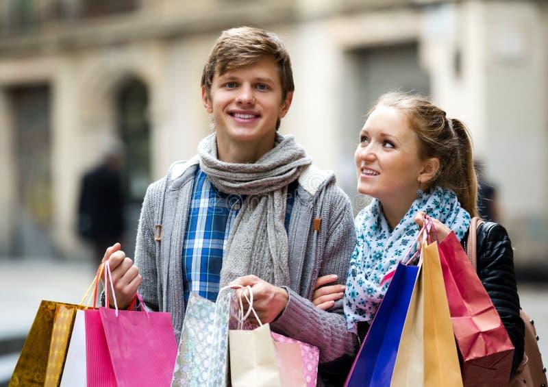 Pares de turistas imagens de stock royalty free