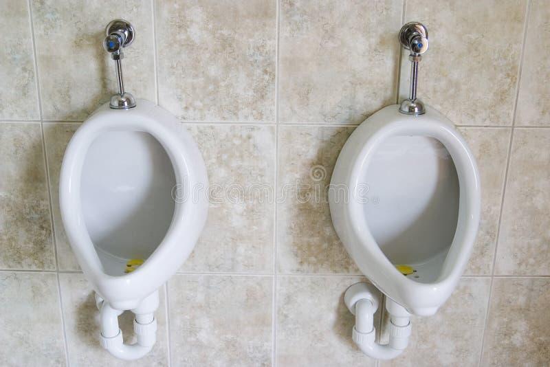 Pares de Urinals imagens de stock
