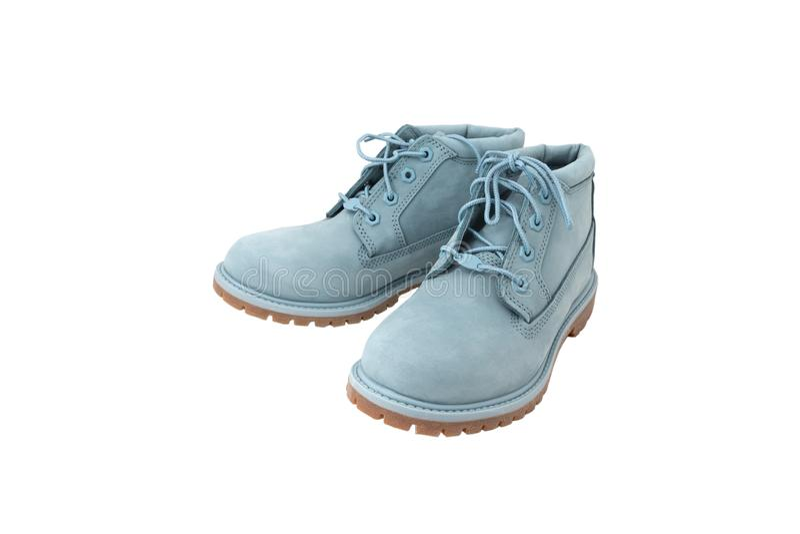 Pares de zapatos azules modernos hermosos aislados en el fondo blanco fotos de archivo