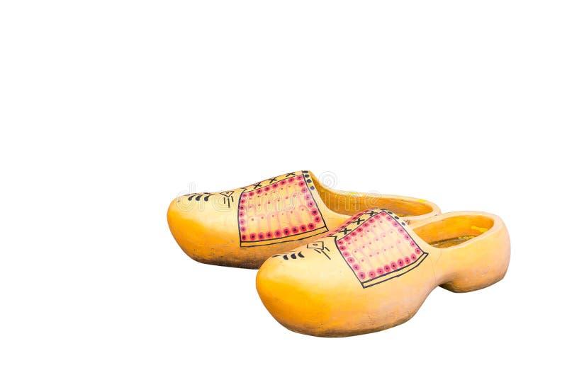 Pares de zapatos concretos amarillos holandeses tradicionales aislados en el fondo blanco Zapatos del estorbo de Holanda imagenes de archivo
