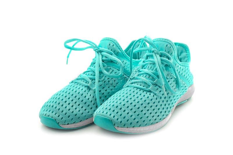 Pares de zapatos tenis en fondo imagen de archivo libre de regalías