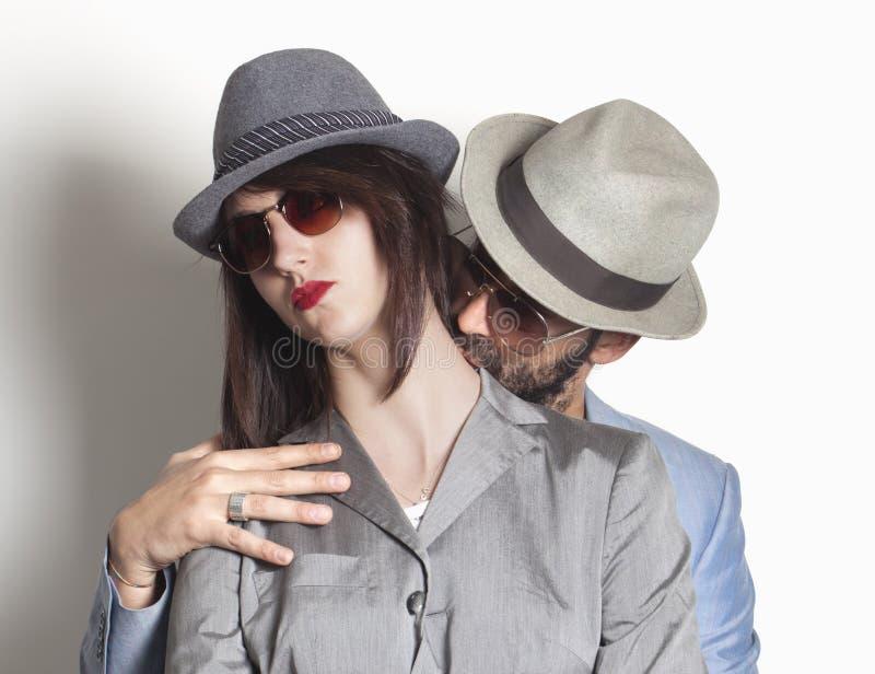 Pares del gángster con la mujer del trastorno fotos de archivo
