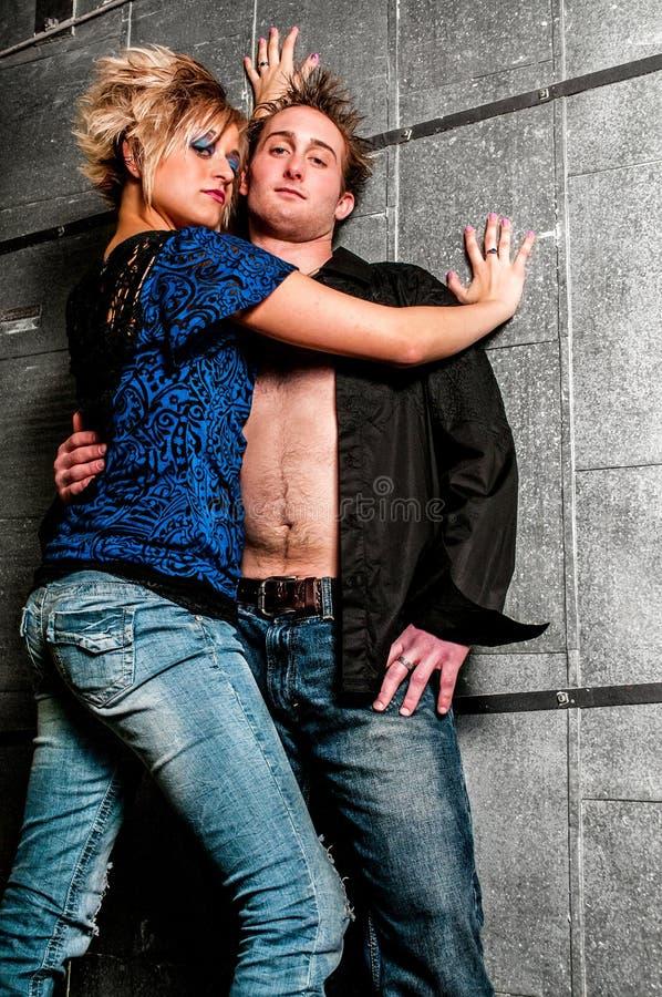 Pares del modelo de moda del varón/del hombre y de la hembra/de la mujer fotografía de archivo