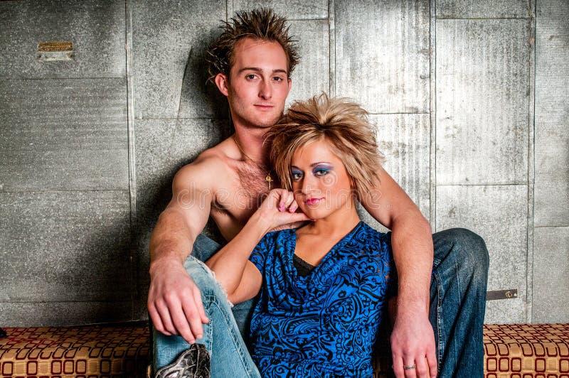 Pares del modelo de moda del varón/del hombre y de la hembra/de la mujer fotografía de archivo libre de regalías
