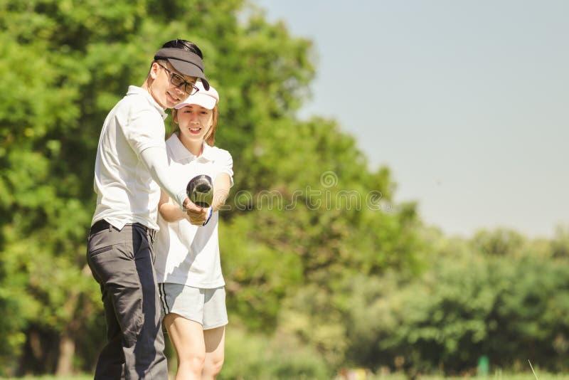 Pares do golfe fotografia de stock