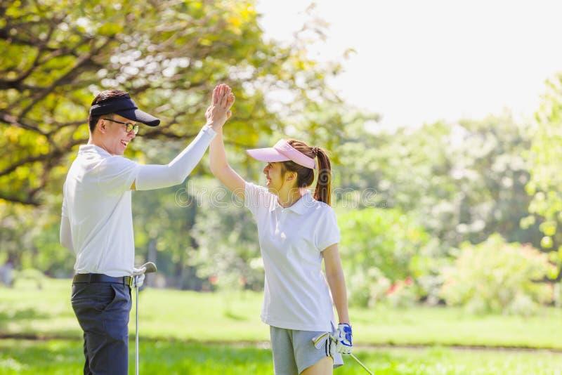 Pares do golfe foto de stock