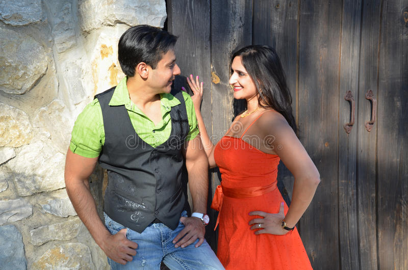 Pares do Indian de Flirty imagens de stock royalty free