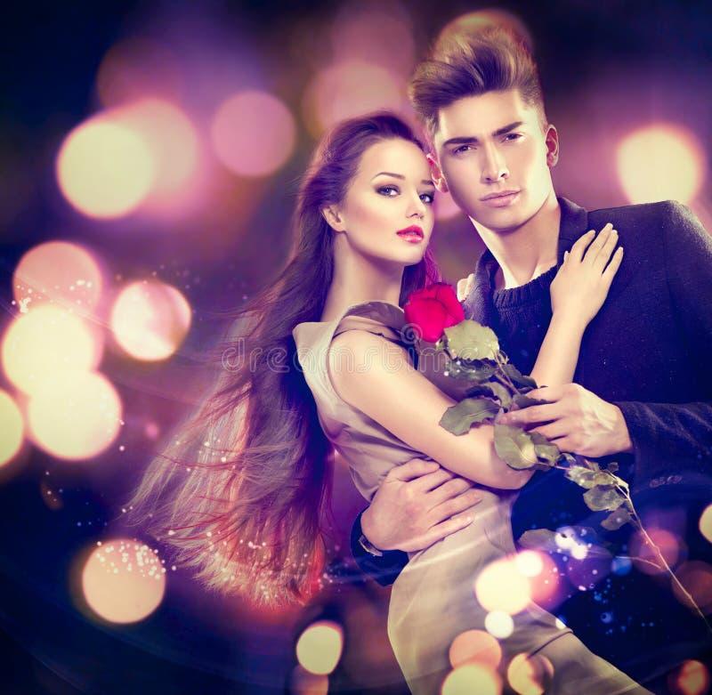 Pares do Valentim no amor fotografia de stock royalty free