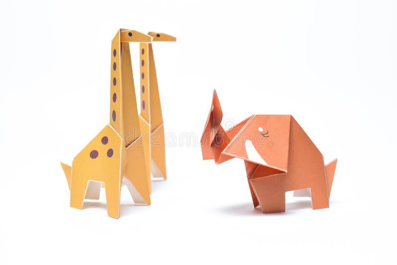 Pares e elefante do girafa do origâmi fotografia de stock