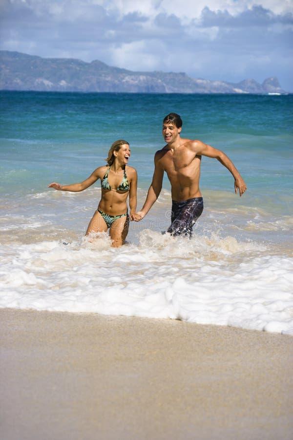 Pares em férias. foto de stock royalty free