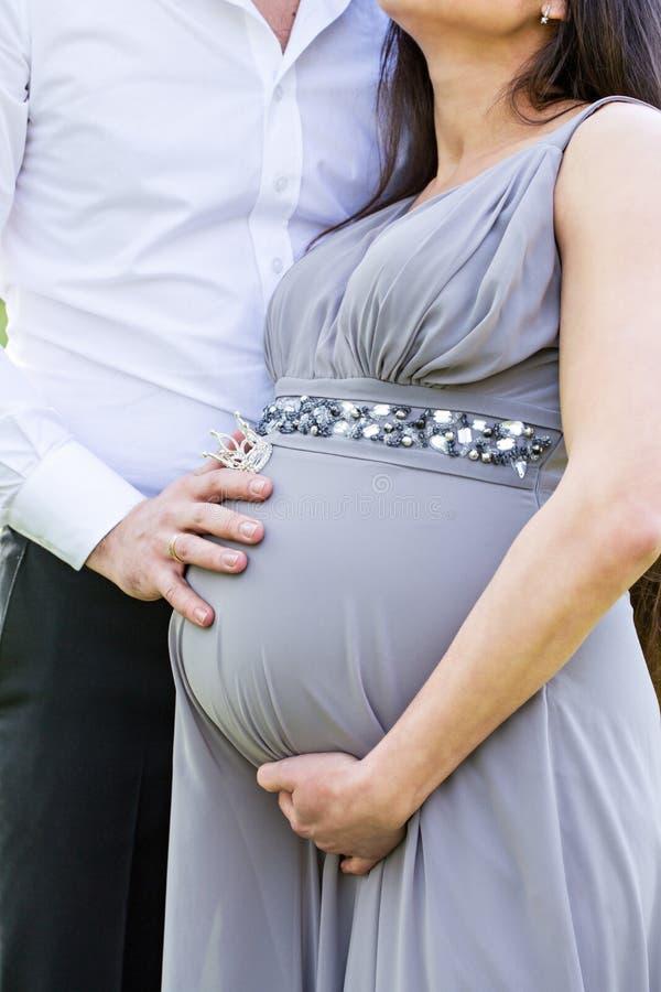 Pares embarazadas, primer foto de archivo libre de regalías