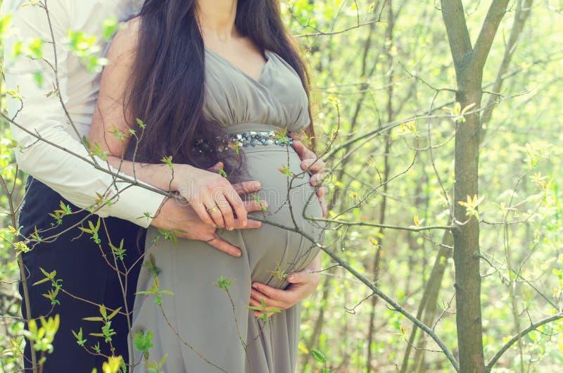 Pares embarazadas, primer imágenes de archivo libres de regalías
