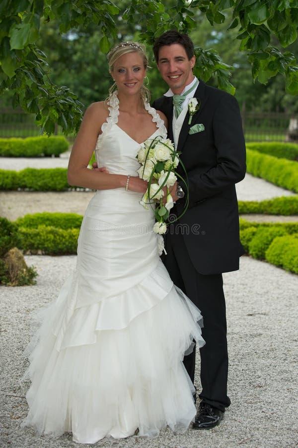 Pares eretos do casamento imagens de stock royalty free