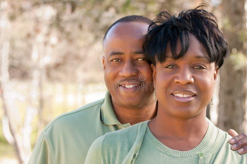 Pares felices atractivos del afroamericano fotografía de archivo libre de regalías