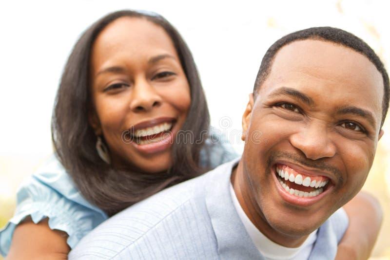 Pares felices del afroamericano imagen de archivo