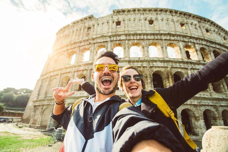 Pares felices en el día de fiesta en Roma fotografía de archivo libre de regalías
