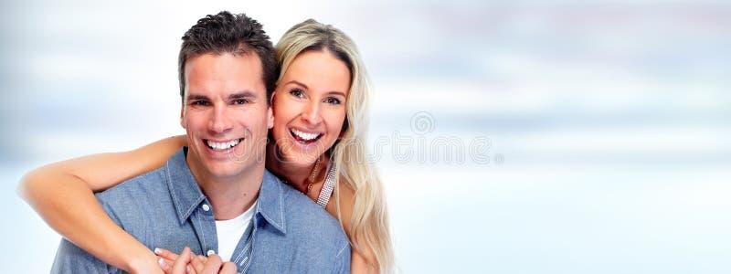 Pares felices jovenes imagen de archivo