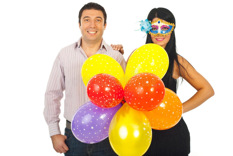 Pares felizes com os balões no partido imagem de stock