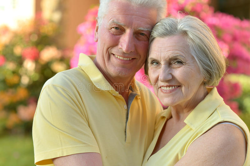 Pares felizes da pessoa idosa foto de stock royalty free
