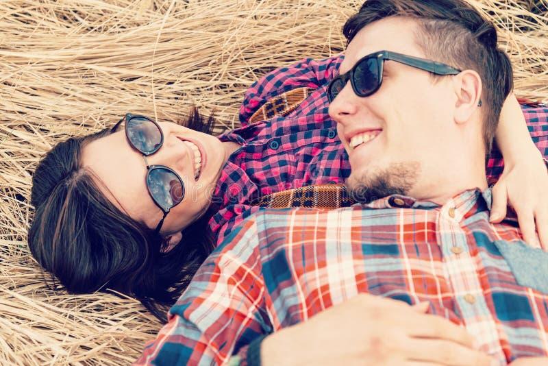Pares felizes no amor imagens de stock royalty free