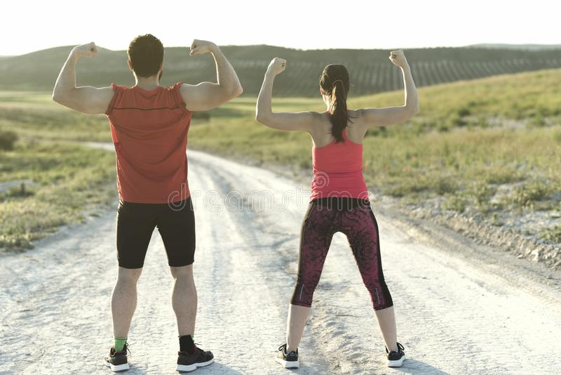 Pares fuertes que presentan después de entrenar foto de archivo