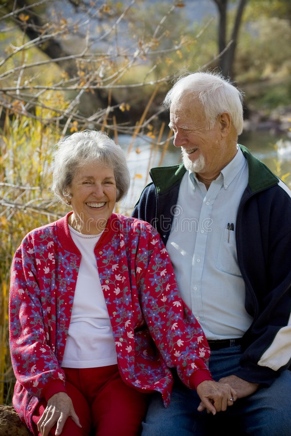 Pares idosos no amor fotografia de stock