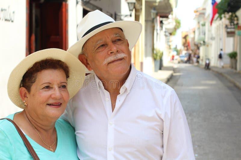 Pares idosos que têm o divertimento fora foto de stock