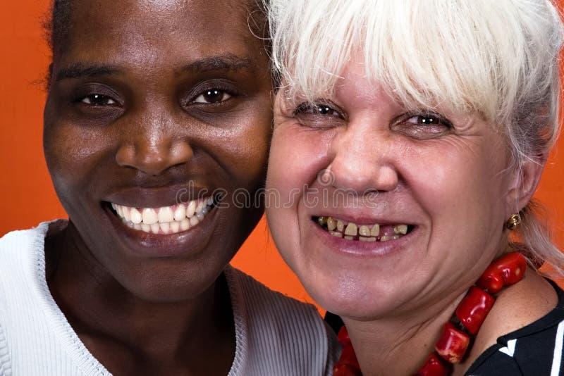 Pares inter-raciais da odontologia fotografia de stock
