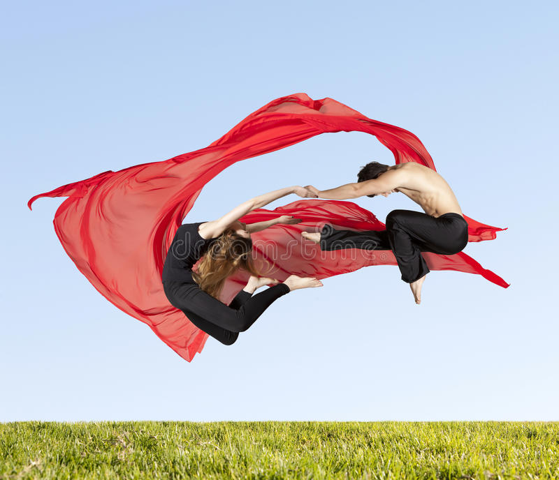 Pares jovenes de las series de los bailarines de ballet moderno de fotos foto de archivo libre de regalías