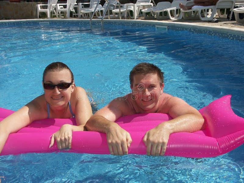 Download Pares jovenes en piscina imagen de archivo. Imagen de bathing - 1291491