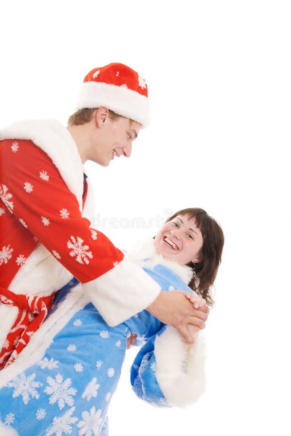 Pares jovenes en trajes de la Navidad imagenes de archivo