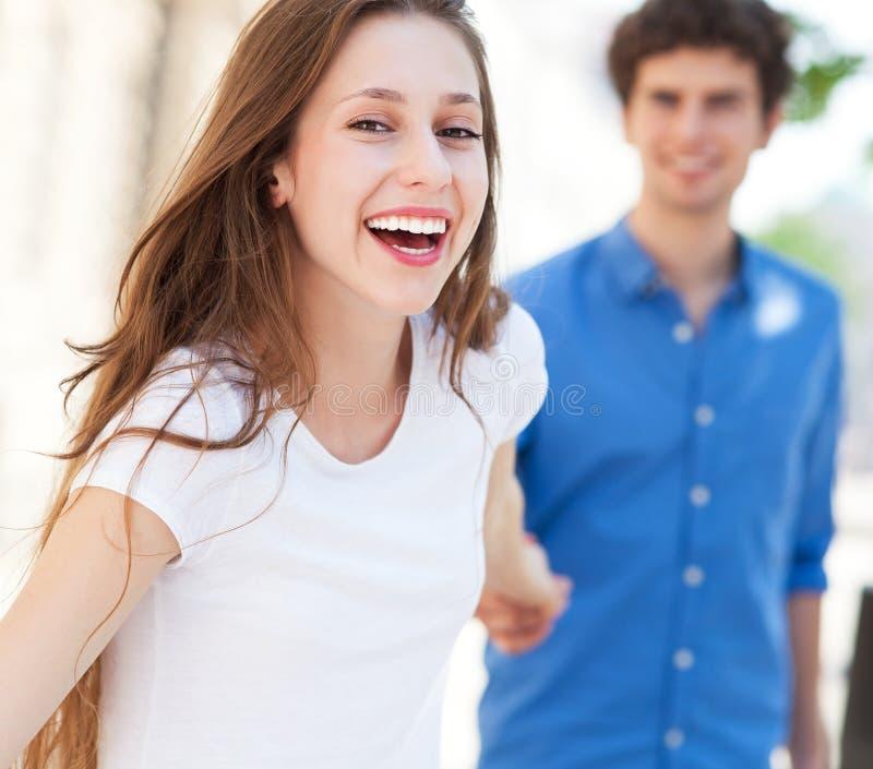 Pares jovenes felices fotografía de archivo