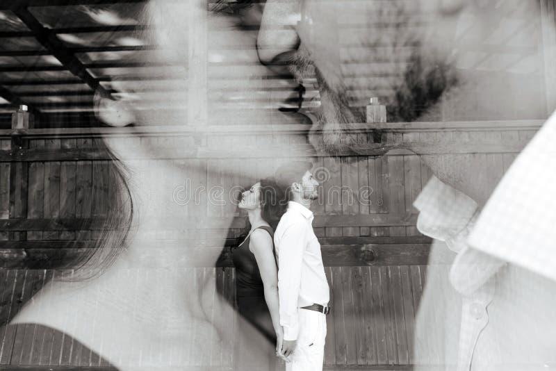Pares jovenes hermosos de la foto doble fotografía de archivo libre de regalías
