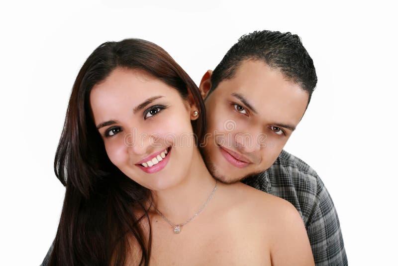 Pares latin novos de sorriso felizes foto de stock royalty free