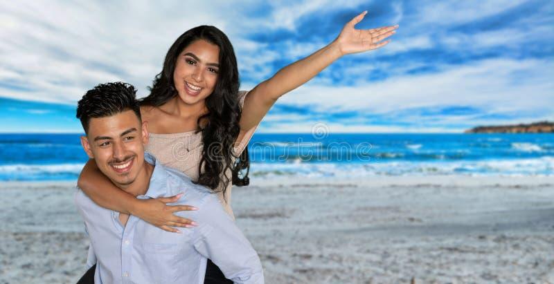 Pares latino-americanos felizes imagens de stock royalty free